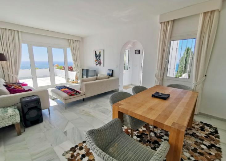 Apartment in La Mairena, Elviria