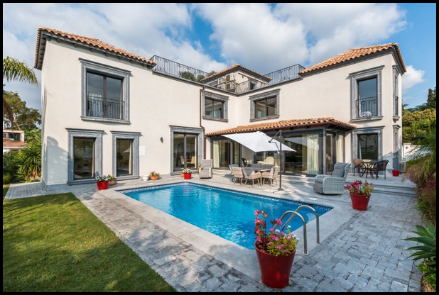 Villa for sale in Marbella, Nueva Andalucia