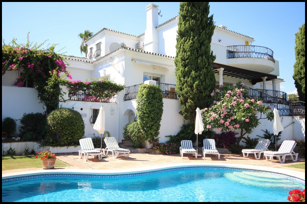Villa for sale in Estepona, El Paraiso
