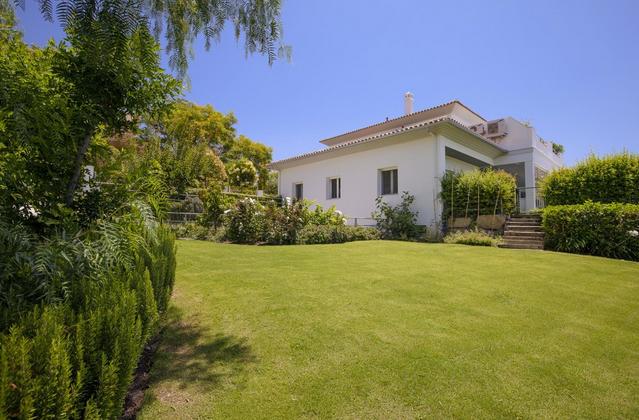 Villa for sale in Elviria