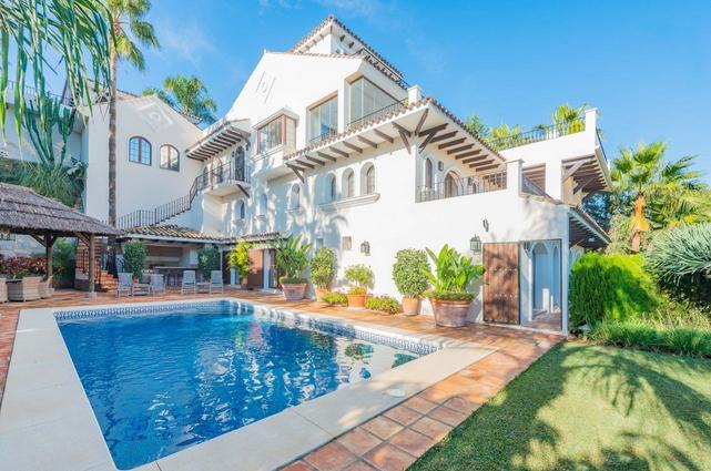 Villa for sale in Puerto Banus