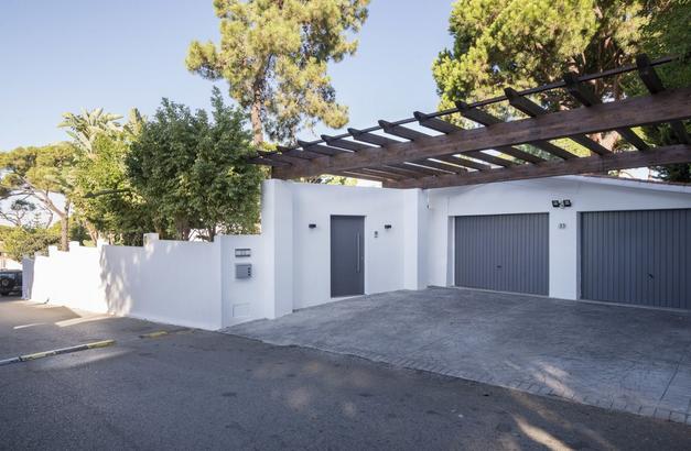 Villa for sale in El Rosario, Marbella