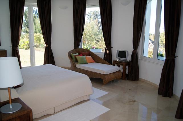 Villa for sale in El Paraiso, Benahavis
