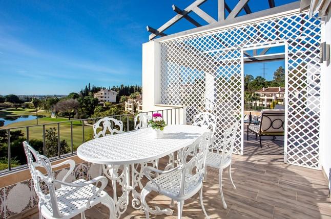Penthouse for sale in La Quinta, Nueva Andalucia