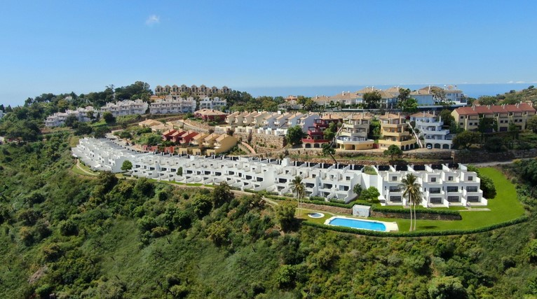 Town house for sale in La Mairena, Elviria