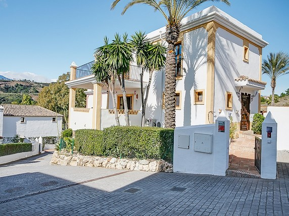 Villa for sale in New Golden Mile