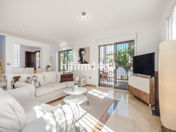 Villa for sale in Nueva Andalucia