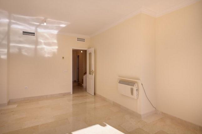 Apartment for sale in Elviria