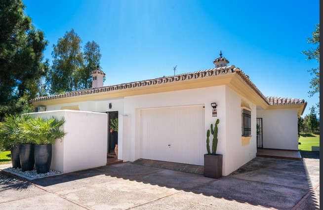 Villa for sale in El Chaparral, Mijas