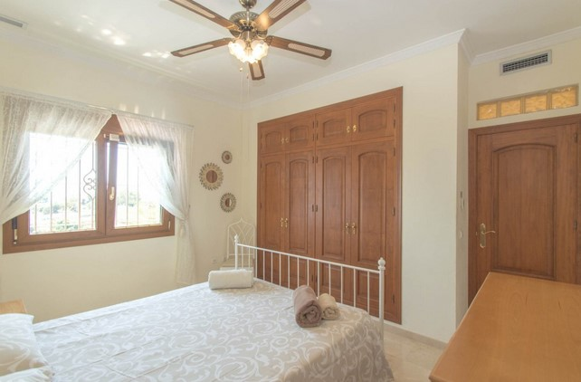 Villa for sale in Benalmadena
