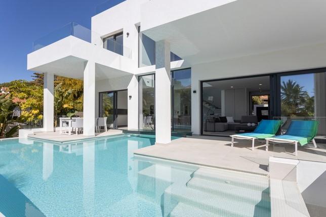 Villa for sale in Marbesa, Elviria