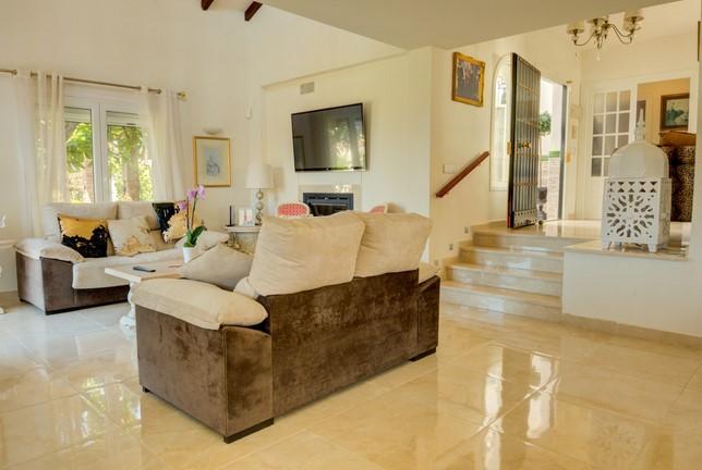 Villa for sale in El Chapparal, Mijas