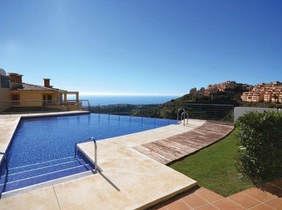 Beautiful apartment in Calahonda, Mijas