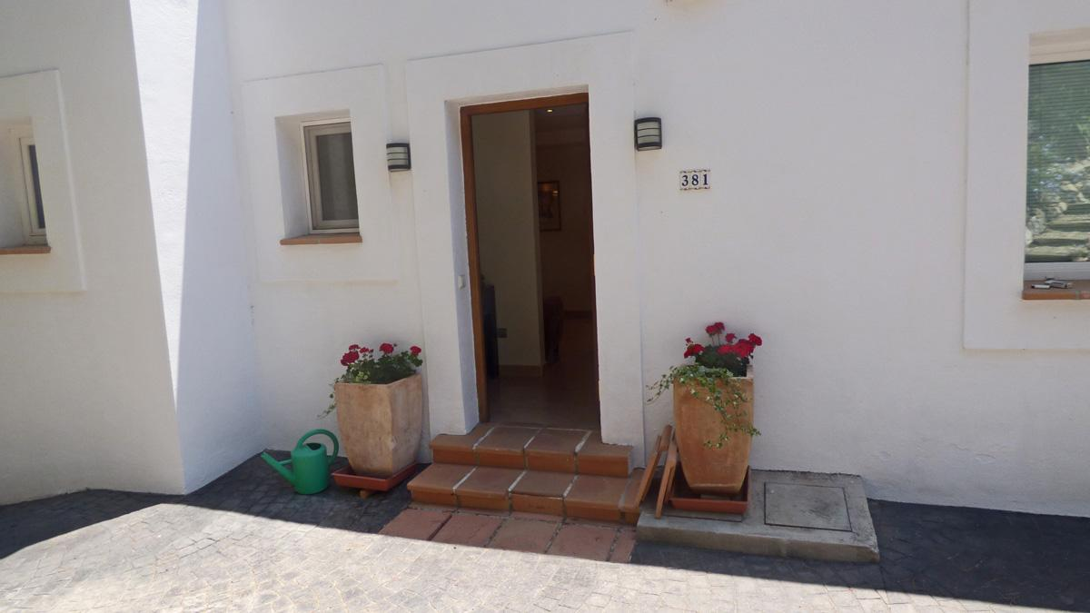Villa located close to shops in Elviria