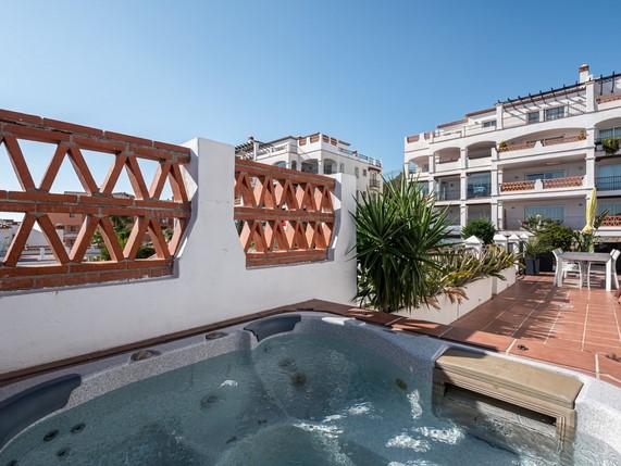 Penthouse for sale in Calahonda, Mijas