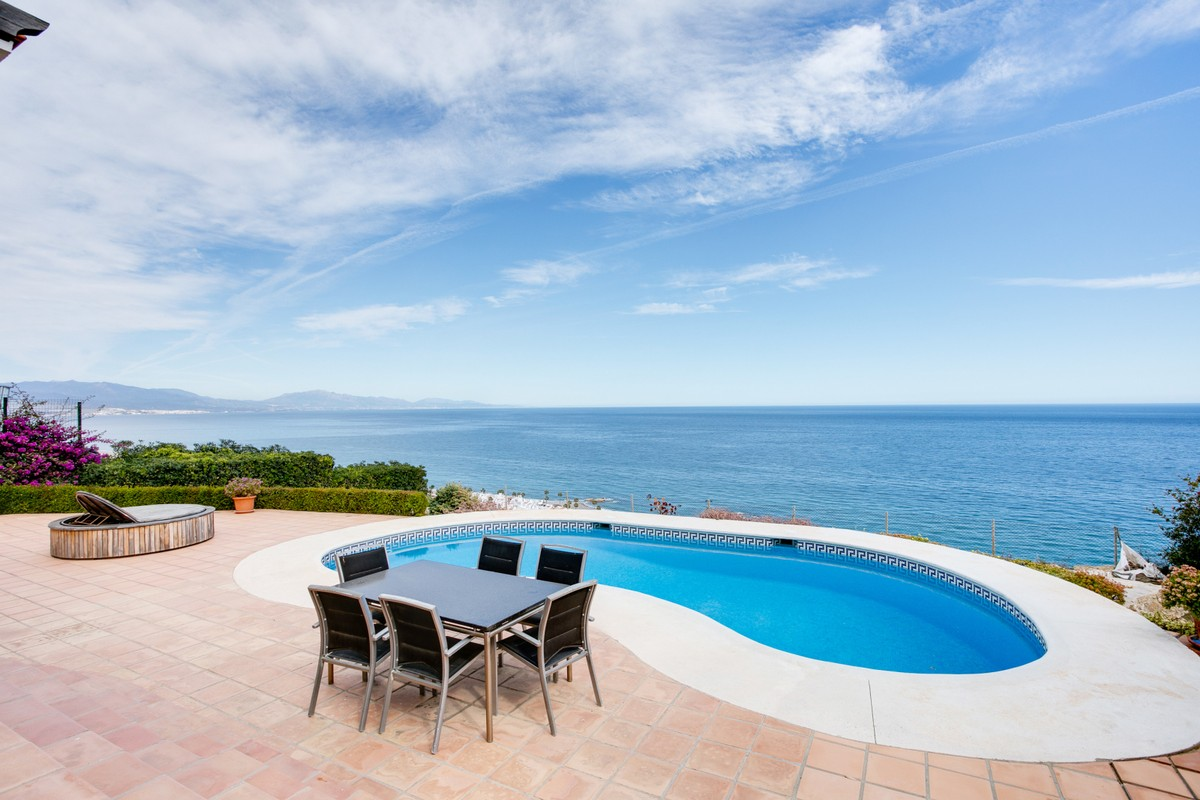 South-Facing Villa with Sea Views in Manilva