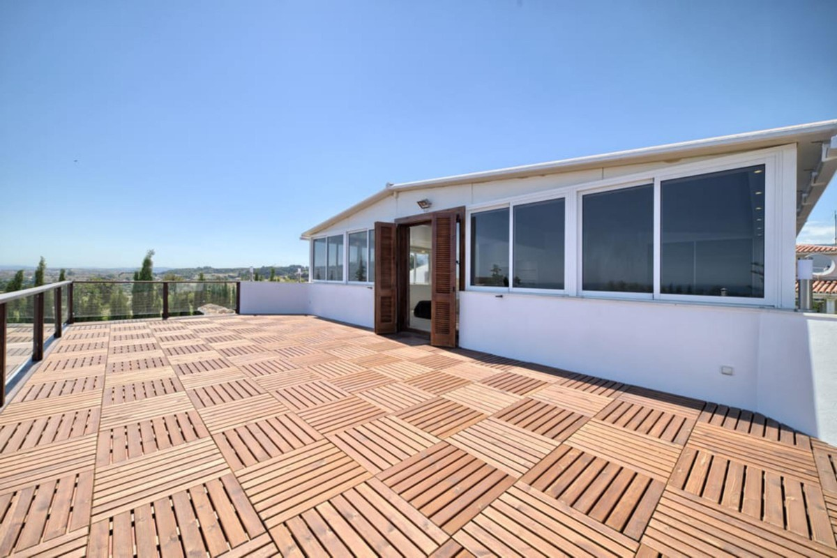INVESTMENT Opportunity! South-Facing Villa with Sea Views in Estepona