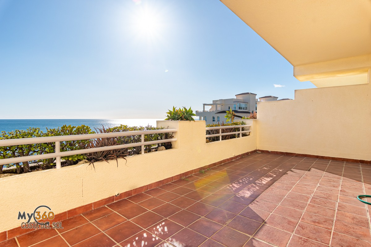 Beachfront Apartment in El Chaparral, Mijas