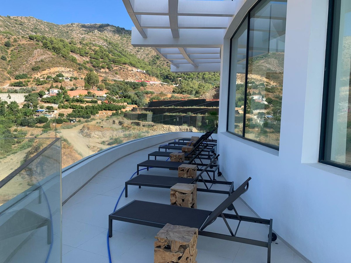 INVESTMENT Opportunity! South-Facing Apartment with Sea Views in Marbella