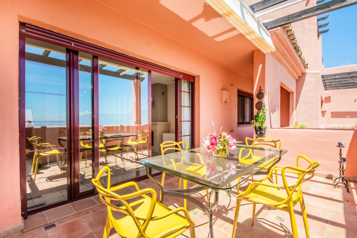 South-Facing Penthouse with Sea Views in La Mairena, Estepona