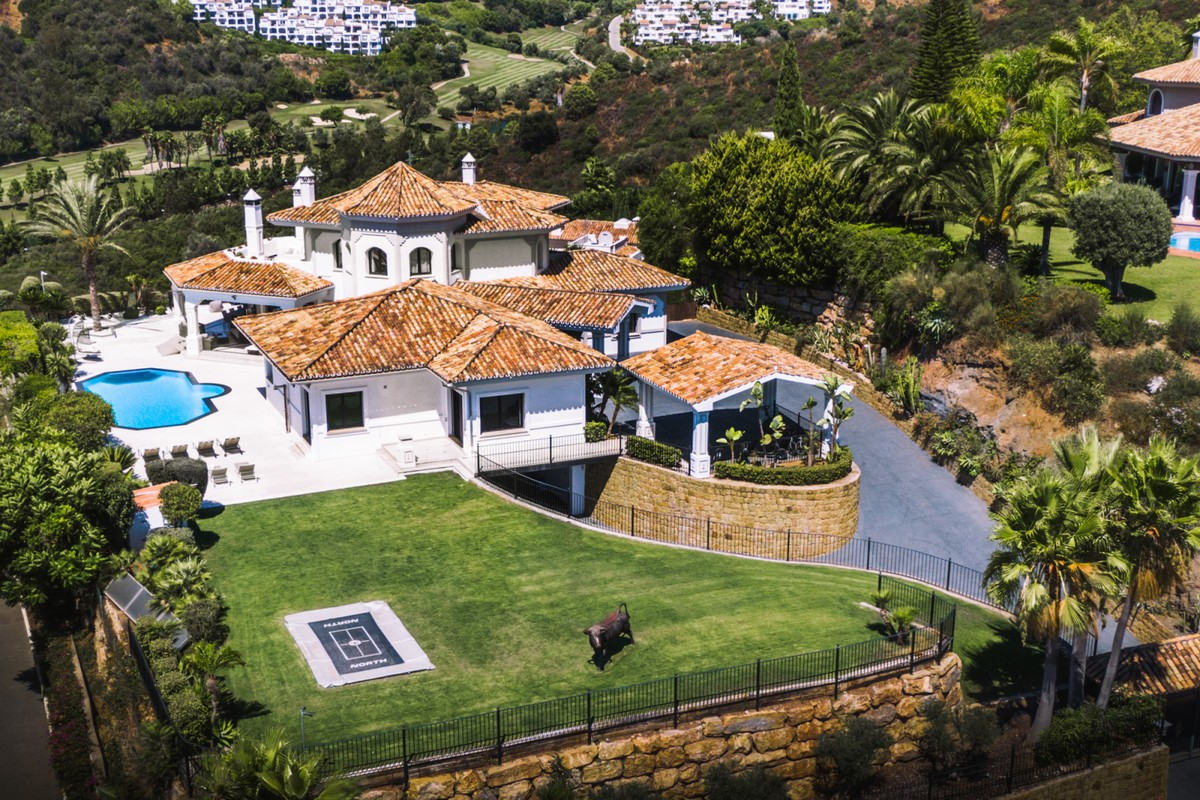 South-Facing Villa with Sea Views in La Quinta, Benahavís