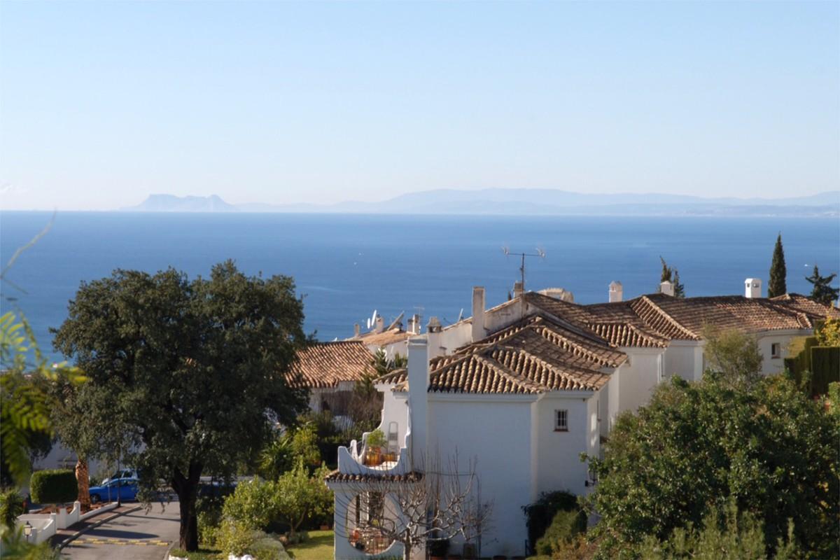 South-Facing House with Sea Views in Altos de los Monteros, Nueva Andalucía