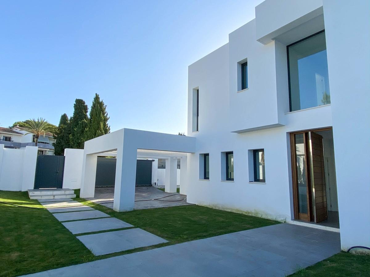 South-Facing Golf Villa with Sea Views in Atalaya, Estepona