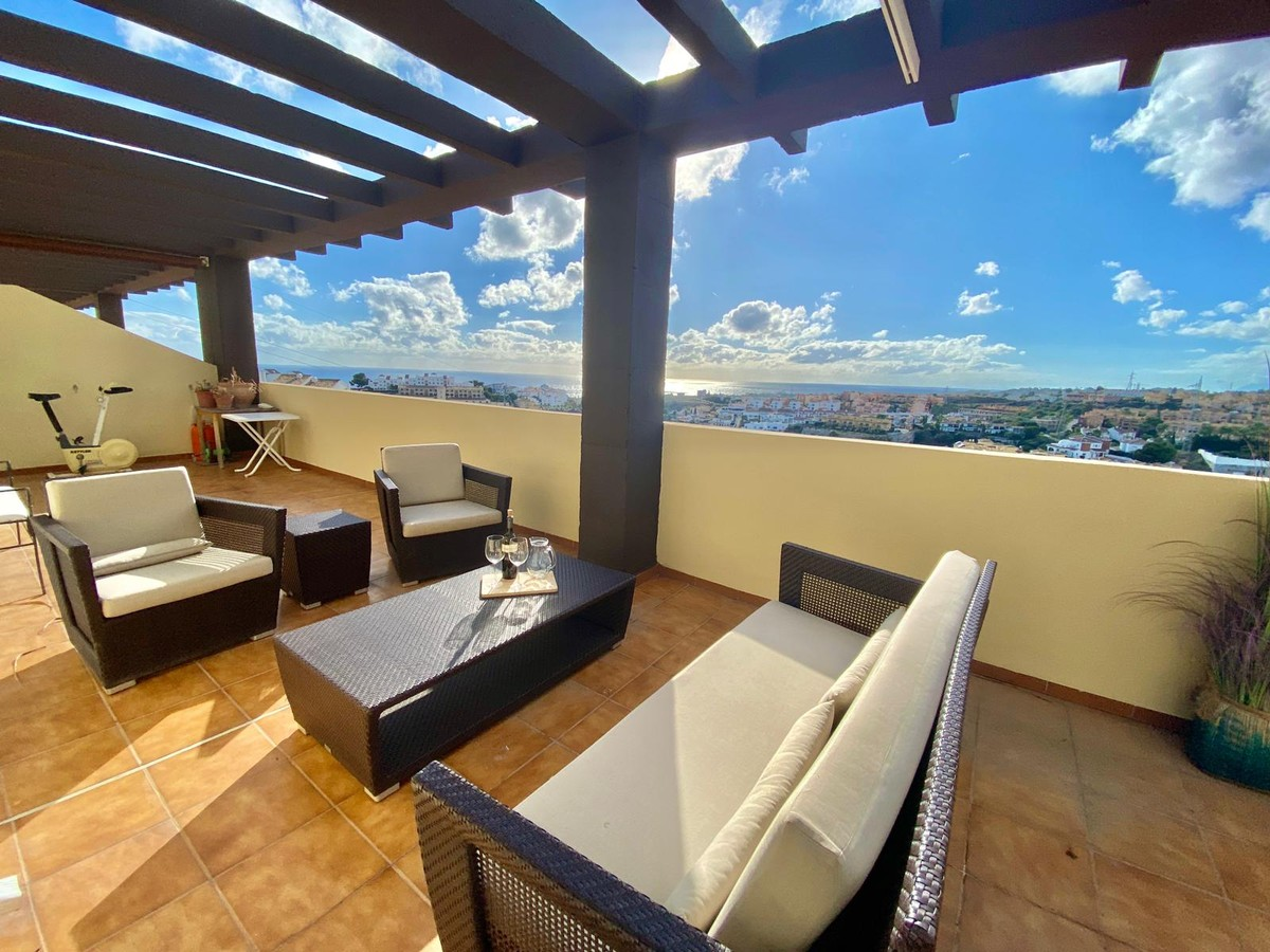 South-Facing Penthouse with Sea Views in Riviera del Sol