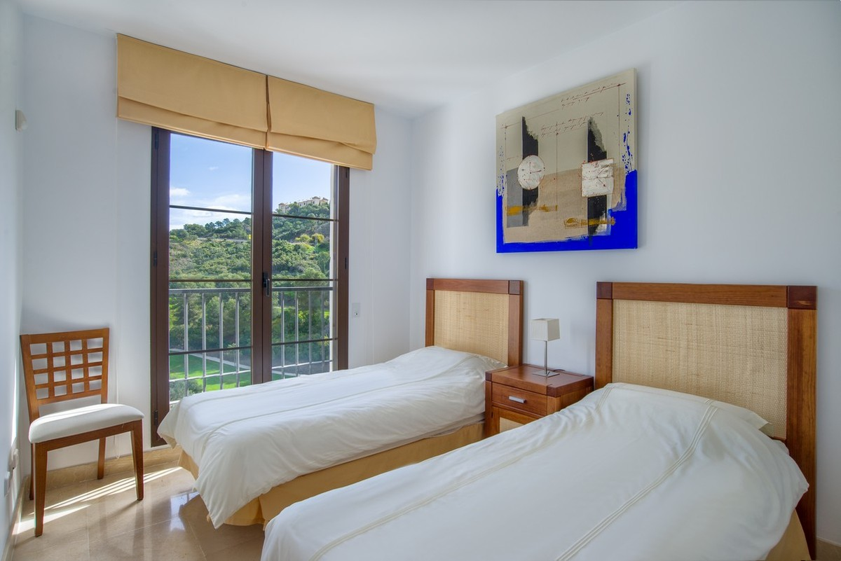 Golf Top Floor Apartment with Pool in Benahavís