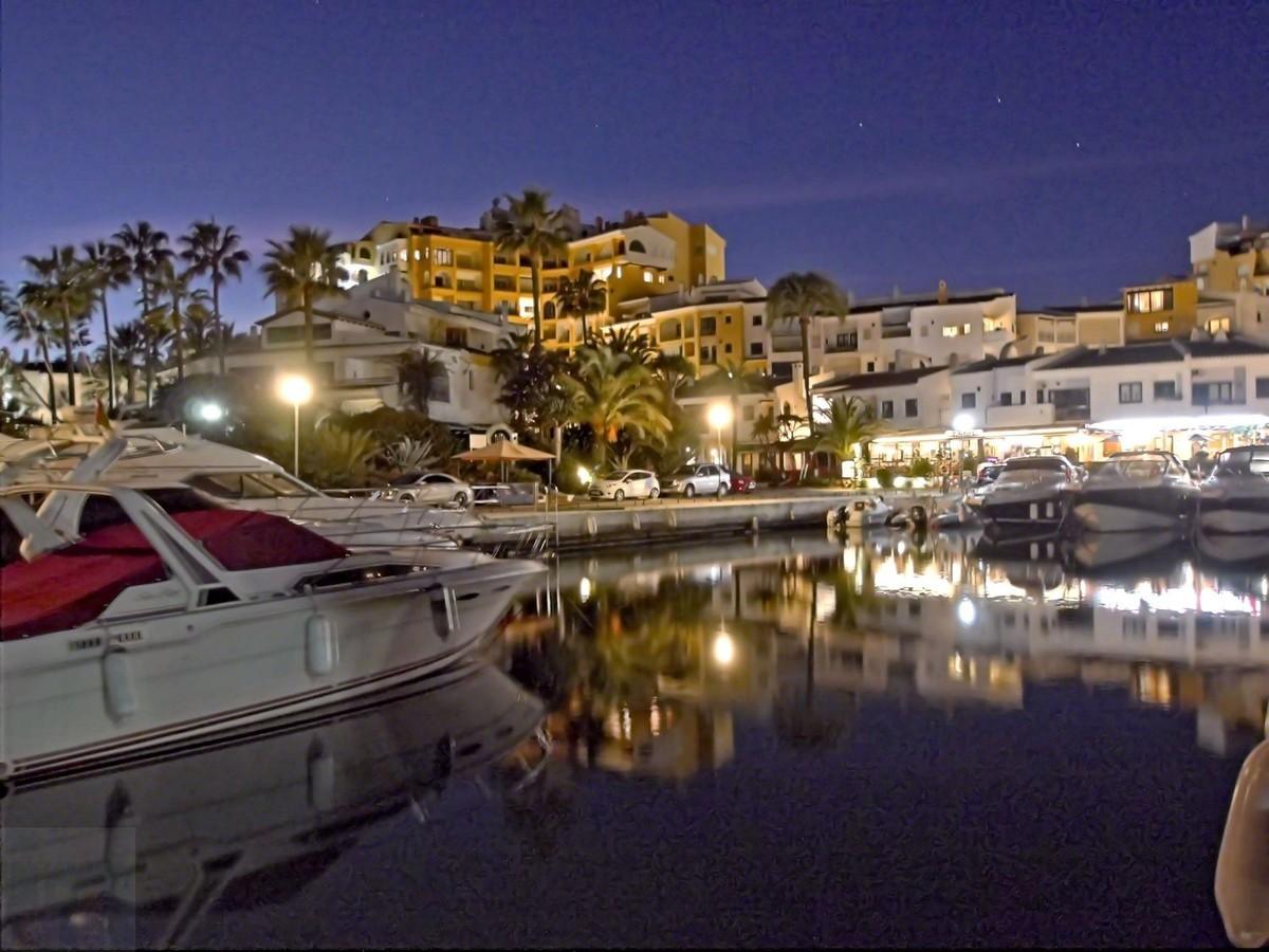 Beachfront Ground Floor Apartment with Pool in Puerto de Cabopino, Marbella