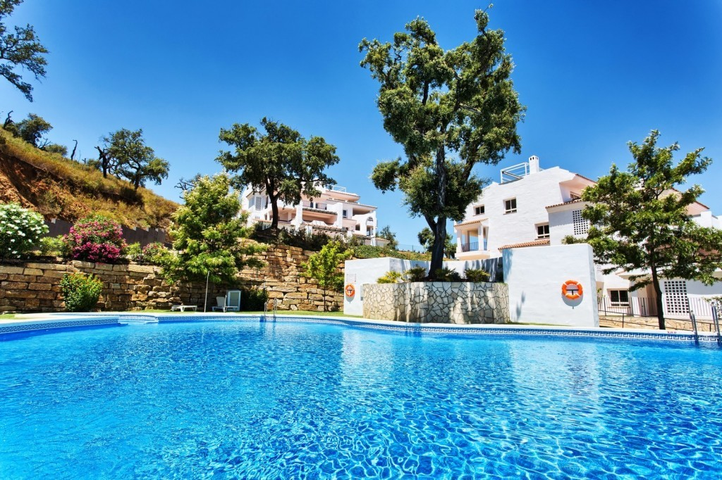 Middle Floor Apartment with Sea Views  in La Mairena, Ojén