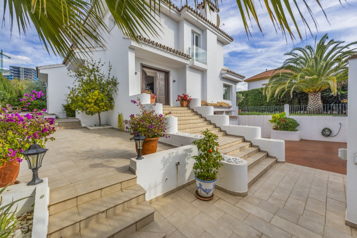 INVESTMENT Opportunity! Luxury Detached Villa with Pool in Marbella