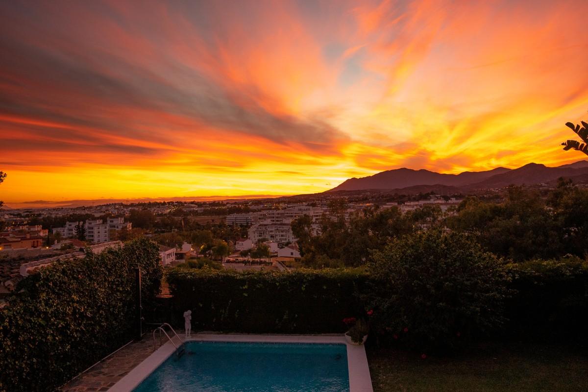 Luxury Detached Villa with Sea Views in Nueva Andalucía, Marbella