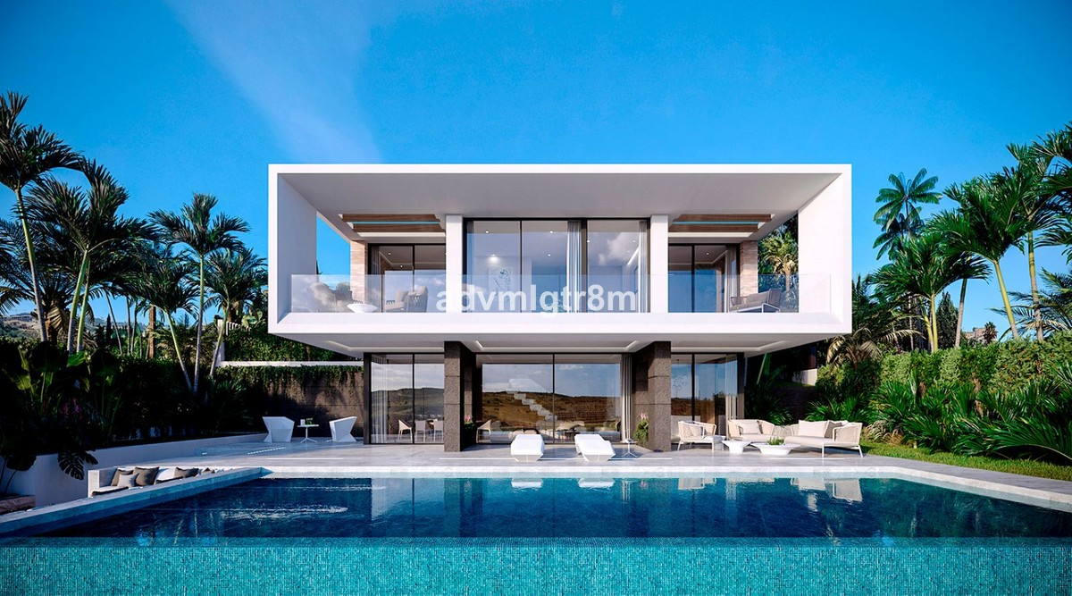 INVESTMENT Opportunity! Luxury Golf Villa with Sea Views in Valle Romano Golf, Estepona