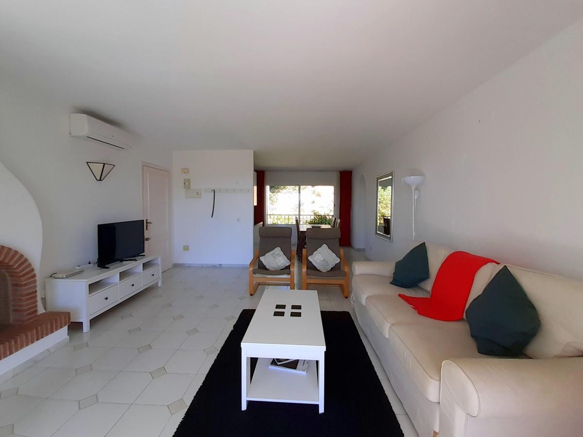 Middle Floor Apartment with Sea Views in Miraflores, Mijas