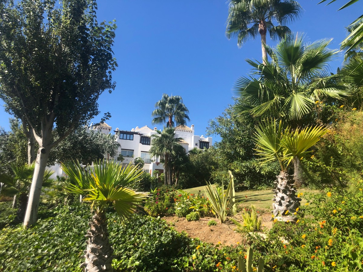 INVESTMENT Opportunity! Golf Middle Floor Apartment with Sea Views in Benahavís