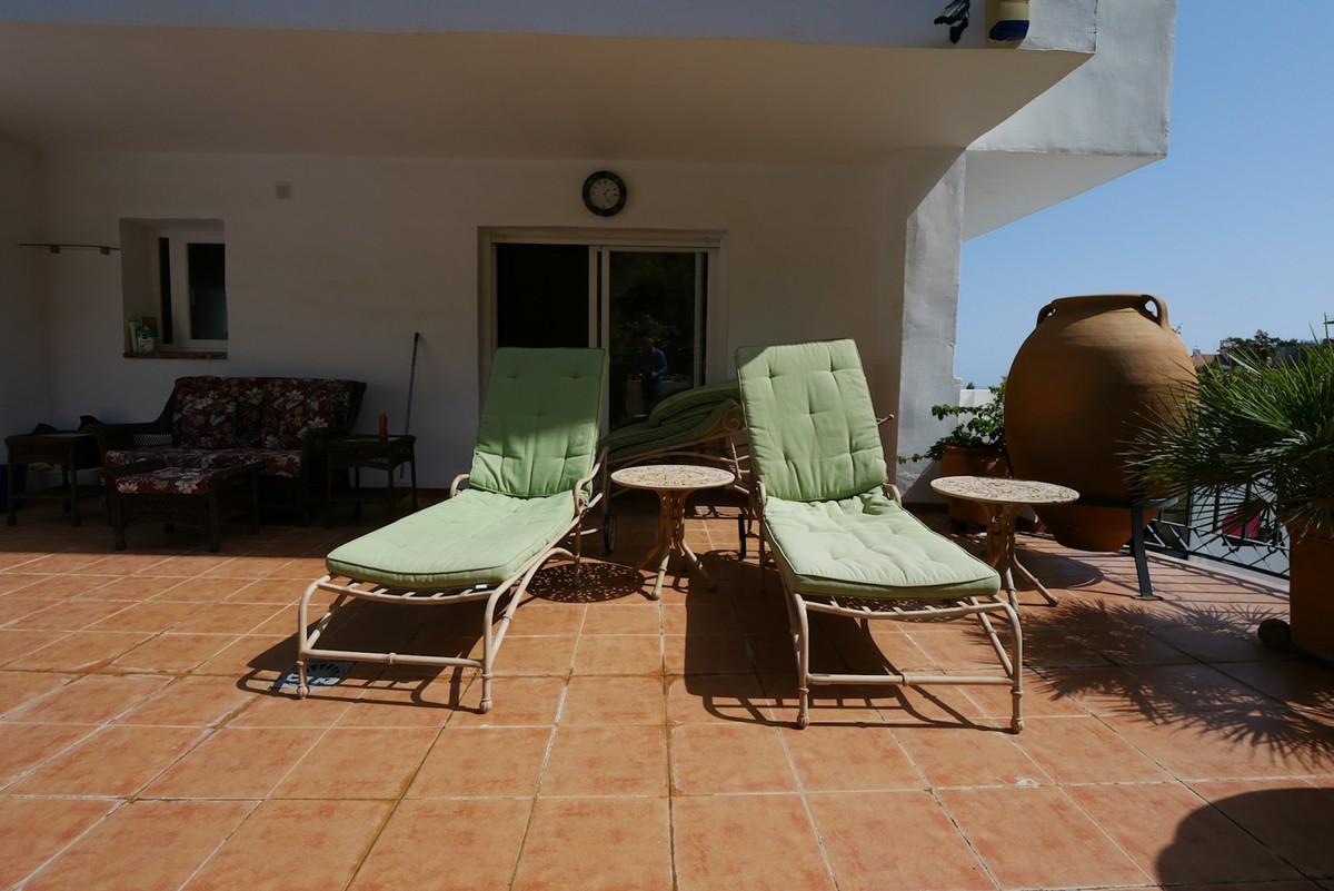 Luxury Ground Floor Apartment with Sea Views in La Mairena, Ojén