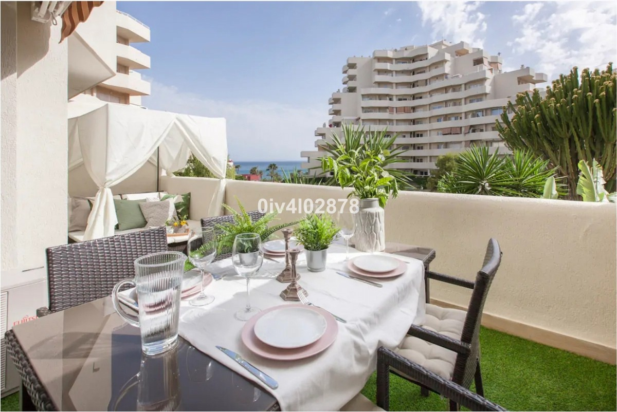 INVESTMENT Opportunity! Beachfront Middle Floor Apartment with Sea Views in Benalmádena Costa