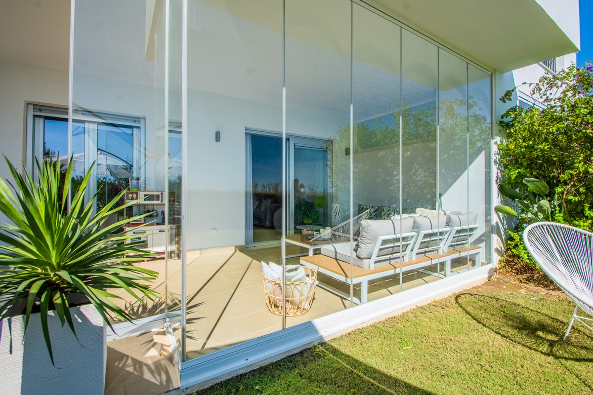 Ground Floor Apartment with Sea Views in La Mairena, Ojén