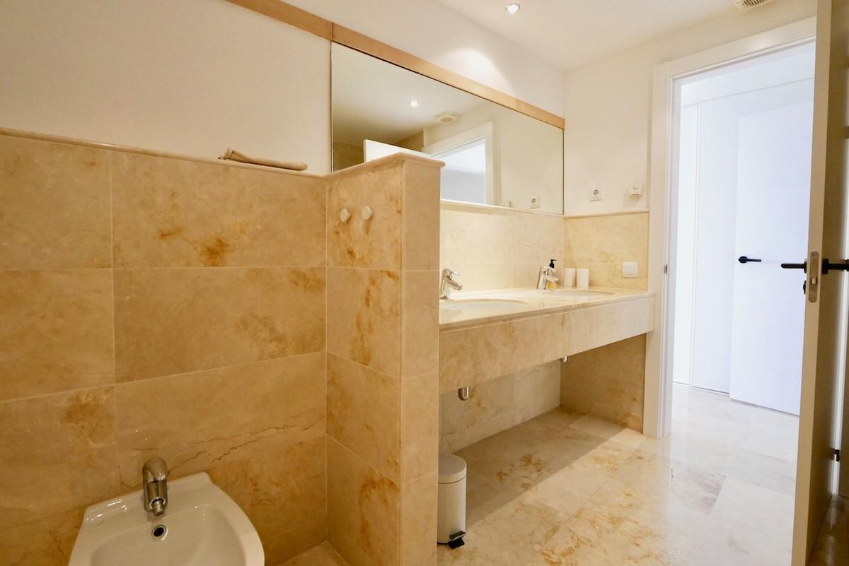 Luxury Middle Floor Apartment with Sea Views  in Los Monteros (Altos), Marbella