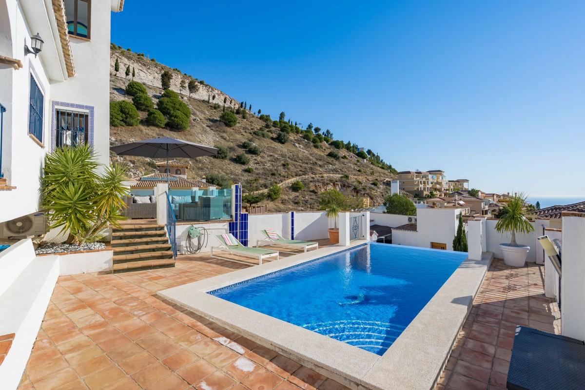 Detached Villa with Sea Views in Benalmádena