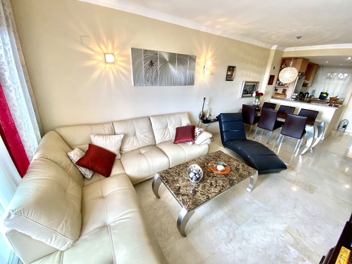 Middle Floor Apartment with Sea Views in Elviria, Marbella