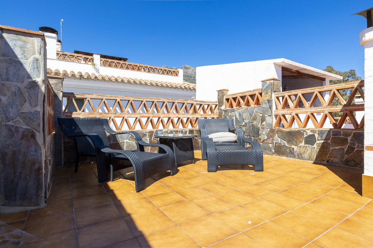 Luxury Townhouse with Sea Views in Benalmádena