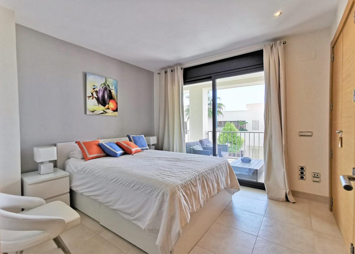 Luxury Middle Floor Apartment with Sea Views  in Los Monteros, Marbella