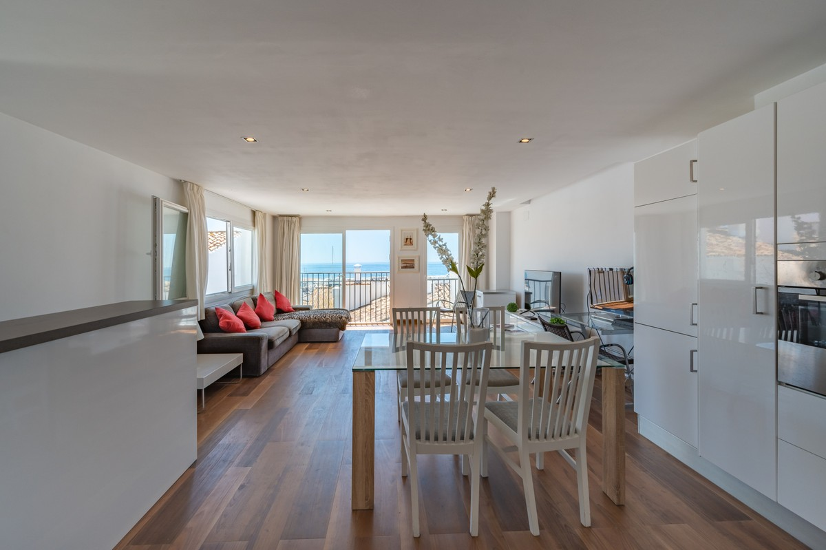 INVESTMENT Opportunity! Luxury Beachfront Middle Floor Apartment with Pool in Puerto Banús, Marbella