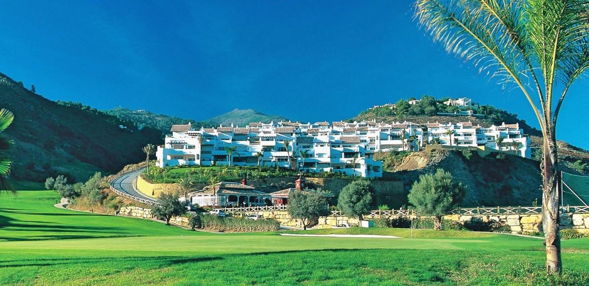 Large Golf Penthouse with Sea Views in La Quinta, Benahavís