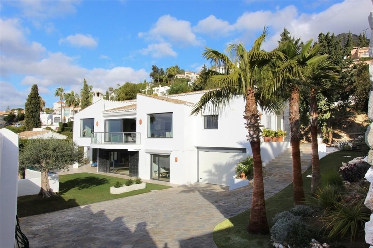 Large Luxury Detached Villa with Sea Views in La Capellania, Málaga