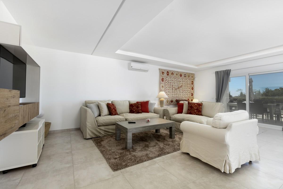 Large Luxury Golf Detached Villa with Sea Views in Nueva Andalucía, Marbella