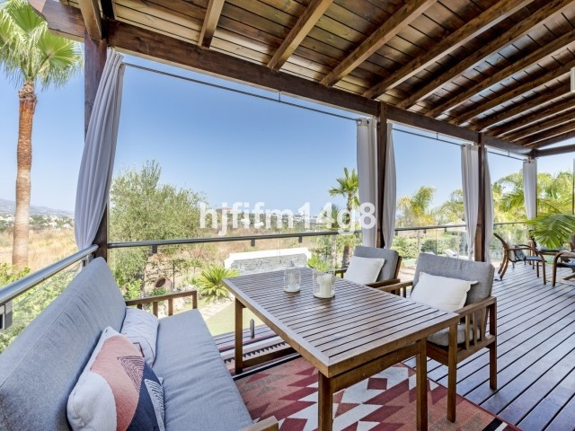 Large Detached Villa with Pool in Benahavís