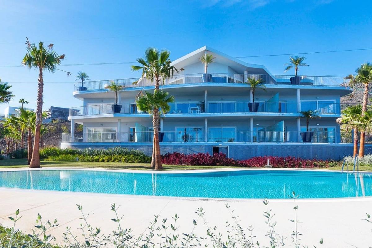 Luxury Penthouse with Sea Views in Benalmádena